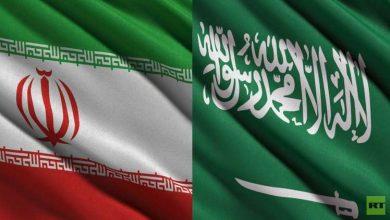 """Photo of علم إيران يستفز الحضور في أولى بطولات """"WWE"""" في السعودية"""