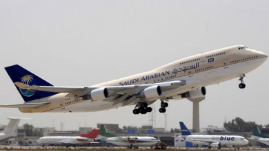 """Photo of منحته اسم قائد الرحلة .. مغربية تضع مولوداً على طائرة """"السعودية"""""""