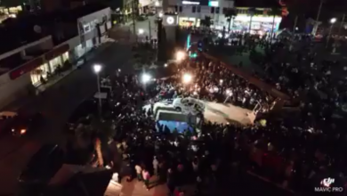 Photo of بالفيديو: مهرجان يقدم سيارة للفائز بمسابقاته.. والاستلام بعد 50 عاماً
