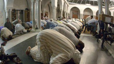 Photo of وفاة رجل أثناء أداء الصلاة بأحد مساجد السعودية (فيديو)