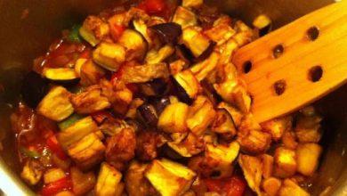 Photo of طريقة تحضير منزّلة الباذنجان مع قطع اللحم طبق شهيّ