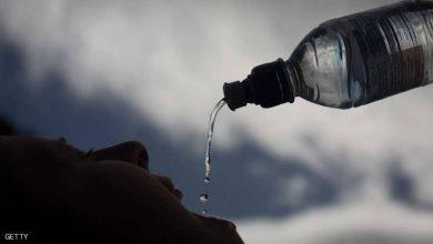 """Photo of هل يمكن لاستهلاك الماء أن يؤذيك؟ إليك الإجابة """"القاتلة"""" l"""