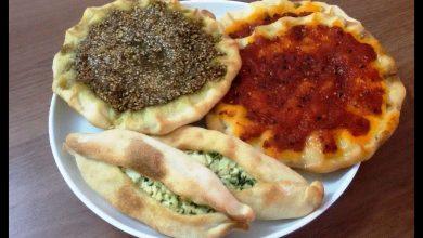 Photo of طريقة عمل مناقيش الزعتر والمحمرة وفطاير الجبنة (فيديو)