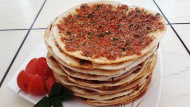 Photo of طريقة عمل الصفيحة او اللحم بعجين بدون فرن (فيديو)