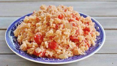 Photo of سرّ تحضير الأرزّ بالبندورة في 8 مكوّنات… طبقٌ لذيذ من زمن الأجداد!