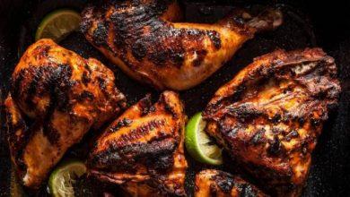 Photo of تتبيلة الدجاج المشوي على الفحم مع الأعشاب والزبدة: السرّ في 4 خطوات