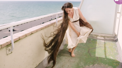Photo of ثلاثينية لم تقم بقص شعرها أو غسله منذ 20 عاماً ! ( فيديو )