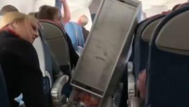 """Photo of رعب في السماء.. فيديو يرصد """"مشاهد زلزال"""" داخل طائرة"""
