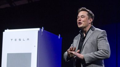 "Photo of مالك شركة ""تسلا"" للسيارات الكهربائية يخسر مليار دولار في دقيقتين"