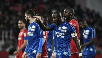Photo of بعد واقعة صلاح .. لاعب ينفجر غضباً و يترك الملعب رداً على الهتافات العنصرية ( فيديو )