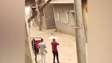 Photo of شاهد.. حرب شوارع بين عائلتين في صعيد مصر