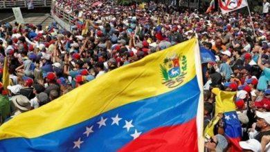 Photo of لحظة قطع بث CNN في فنزويلا بعد فيديو لدهس مدرعات لمتظاهرين