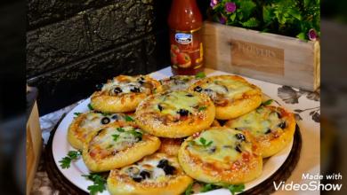 Photo of فطائر البيتزا بعجينه مميزه مع طريقه تشكيل رائعة (فيديو)