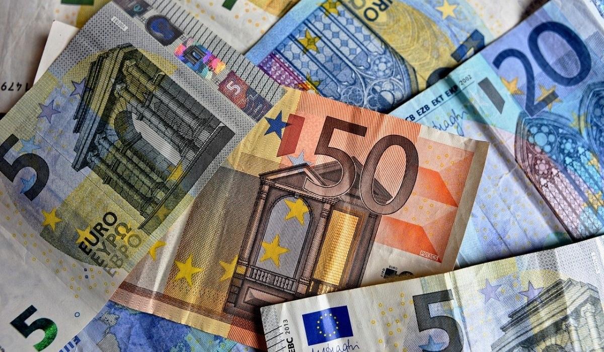 سعر صرف العملات العربية مقابل اليورو و الدولار - بالعربي